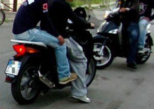 Aggressione a Napoli, Soccavo: rapina un 16enne