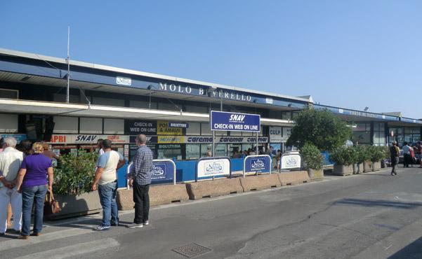 Allerta terrorismo Napoli: scrupolosi controlli al porto, aeroporto e ferrovia