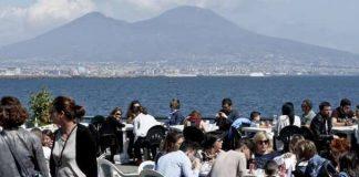 Ferragosto a Napoli 2016, boom di turisti: l'orgoglio di Luigi De Magistris