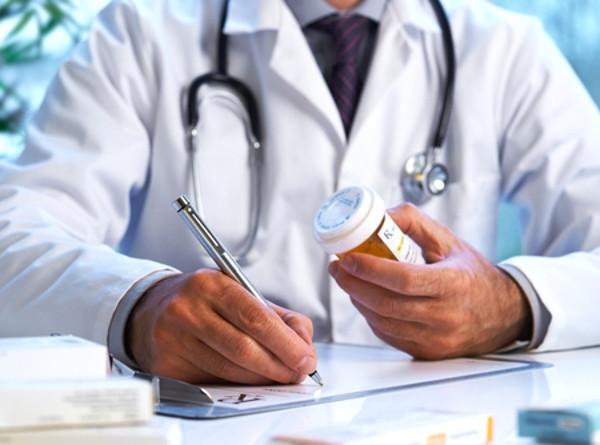 Napoli, la farmaci che distribuisce medicine gratis ai poveri
