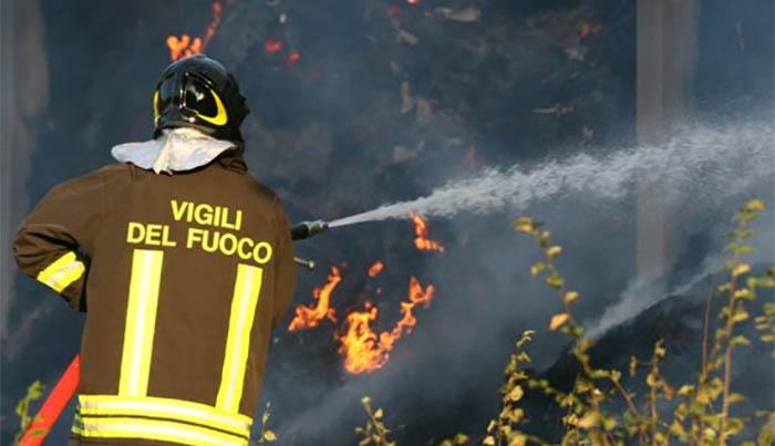 Incendio a Marano: paura tra i residente di un parco