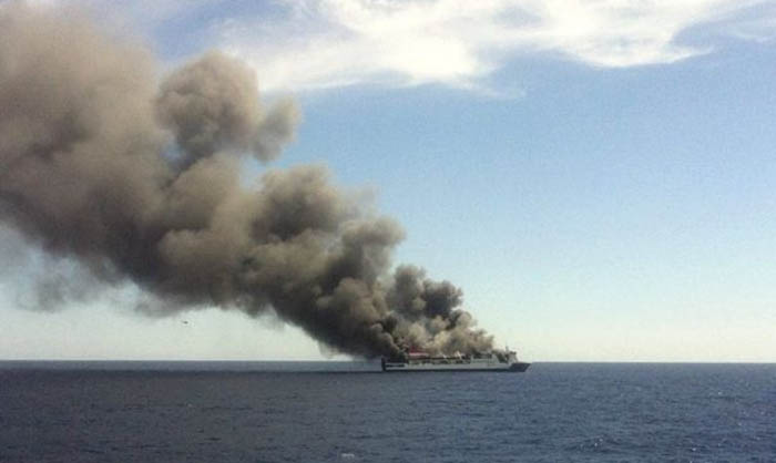 Incendio sulla nave da crociera Sea Dream: a bordo 165 persone