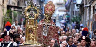 Boom di turisti: tutto esaurito per la festa di San Gennaro