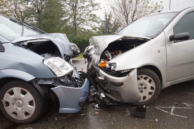 Incidente ad Aversa, scontro frontale: un ferito grave