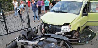Incidente a Giugliano: violento scontro tra scooter e auto