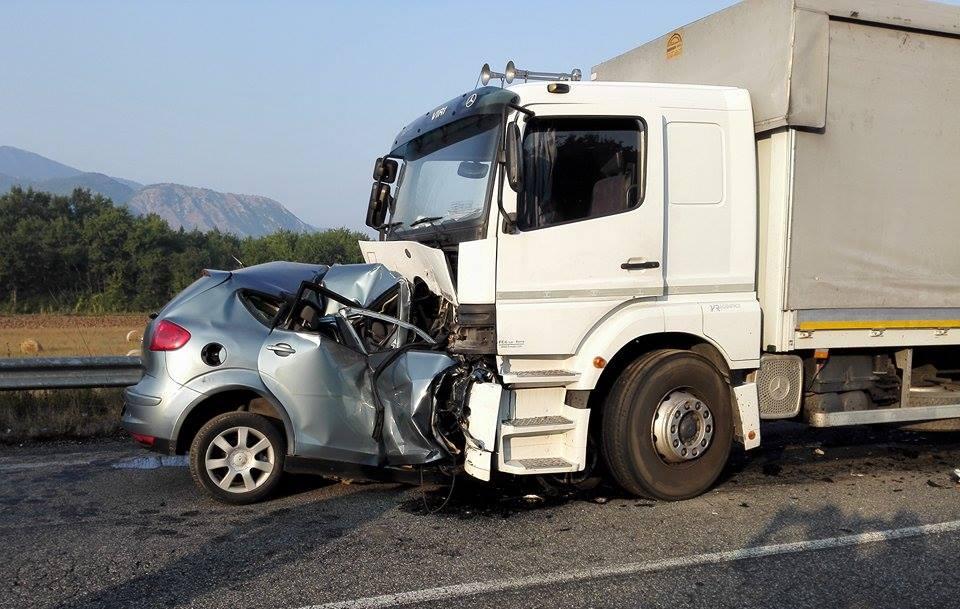 Incidente ad Alife, schianto tra una vettura e un camion: una vittima
