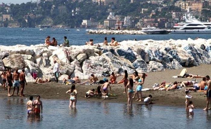 """Meteo Napoli, Protezione Civile avverte: """"Rischio ondata di calore"""""""