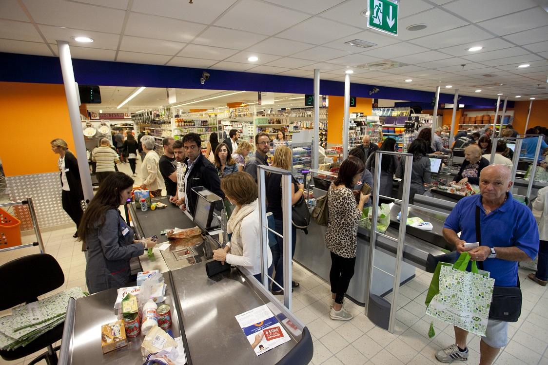 Vomero, prezzi bassi tutto l'anno con il supermercato Sole365
