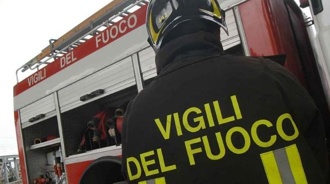 Tangenziale di Napoli, corso Malta: auto in fiamme