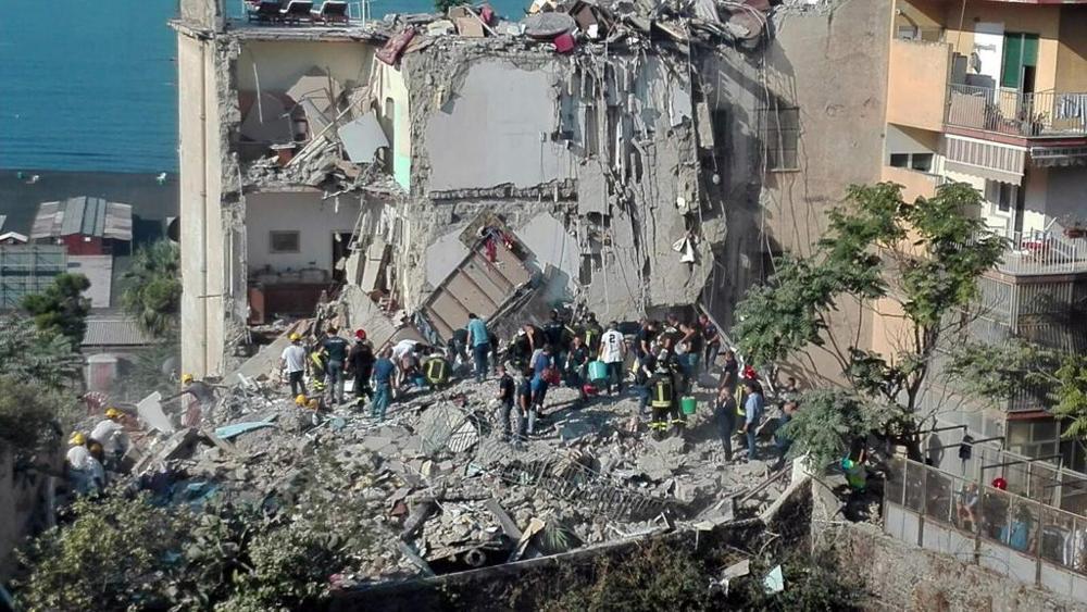 Crollo Palazzo Torre Annunziata: recuperate due vittime