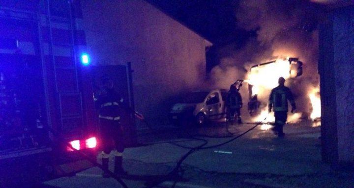 Incendio a Bacoli, terrore tra i clienti: va a fuoco un pub