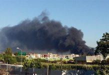 Incendio a Casoria: le fiamme lambiscono le abitazioni