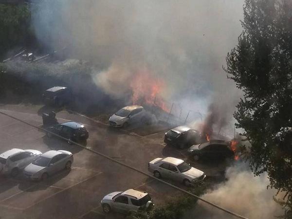 Incendio al Vomero: auto avvolte dalle fiamme