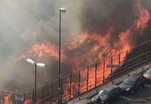 Spaventoso incendio al Vomero: tangenziale avvolta dal fumo nero