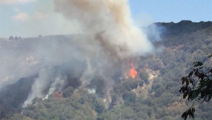 Incendi a Napoli, le gravi conseguenze: chiusa via Campana