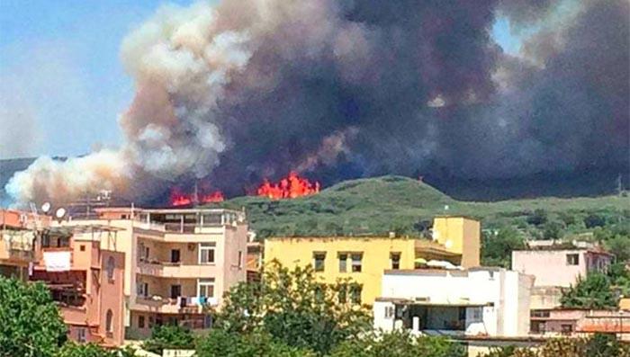 Roberto Saviano: il Sud brucia. Servono spazi vuoti per creare discariche