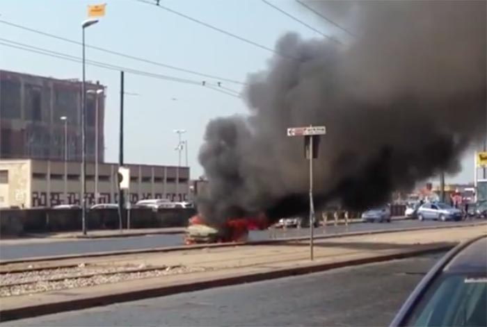 Incendio in via Marina: brucia un'automobile