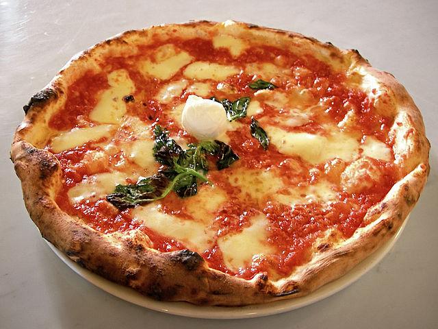La pizza napoletana tra i 50 cibi migliori al mondo