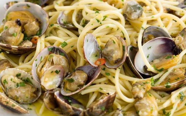 Ricetta spaghetti alle vongole veraci napoletana un po for Vongole veraci wikipedia