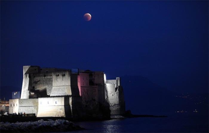 Eclissi di luna parziale: stasera tutti con naso all'insù