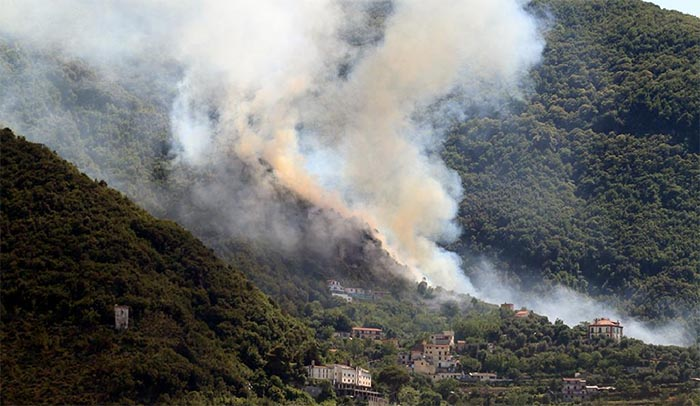 Incendio a Castellammare di Stabia: tra i monti divampano le fiamme