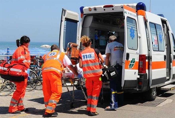 Tragedia in mare a Miliscola: uomo si accascia sulla sabbia e muore