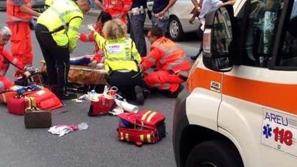 Tragica fatalità, attraversa la strada e viene investito da un camion
