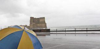 Meteo Napoli, arriva la pioggia e il rischio idrogeologico