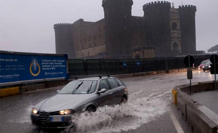 Meteo Napoli: in arrivo temporali, preparate l'ombrello