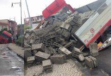 Nubifragi in Campania: crolla una strada, si ribalta un tir
