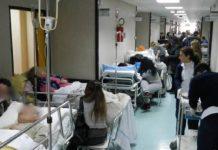 Ospedale Cardarelli: pazienti sulle barelle da due settimane