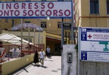 Giallo al Loreto Mare: uomo cade dal letto e muore