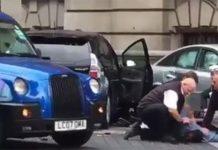 Londra, paura attentato: auto si fionda contro i pedoni