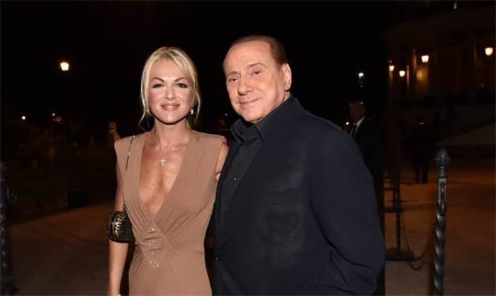 Berlusconi e Francesca all'altare come testimoni di nozze