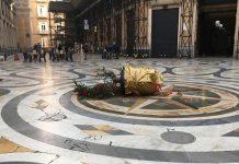 Galleria Umberto I: albero di Natale abbattuto in meno di 24 ore