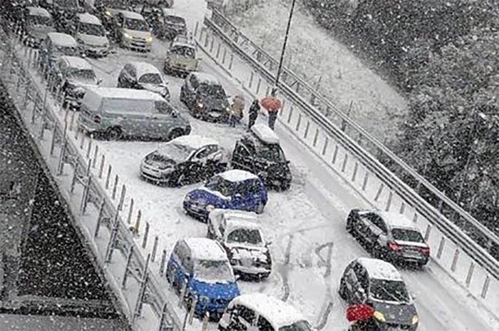Allerta meteo, neve a Napoli: le scuole resteranno chiuse