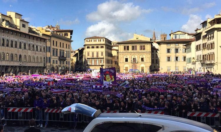 I funerali di Davide Astori: più di 3000 i tifosi in piazza