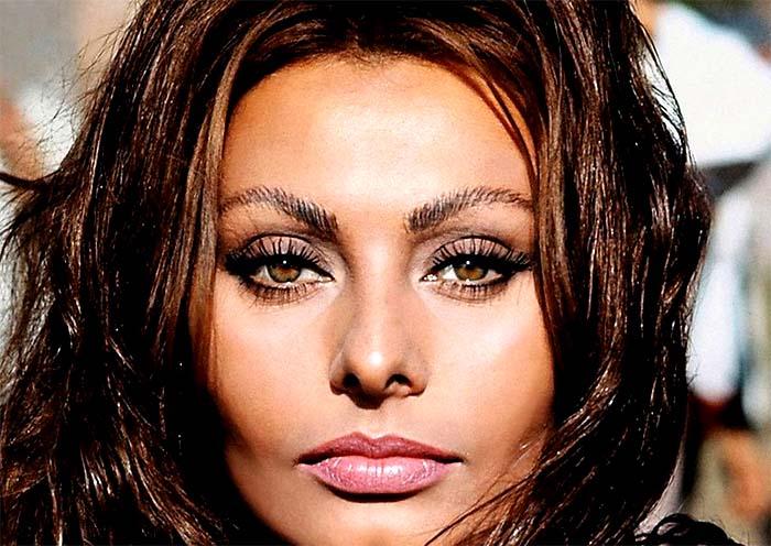Le donne di Napoli, le più belle del mondo: lo dice anche una canzone