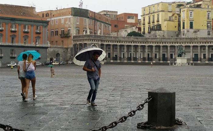 Meteo Napoli: cielo velato e piogge deboli fino a giovedì
