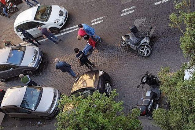 Napoli centro, autobus ANM perde olio e provoca molti incidenti