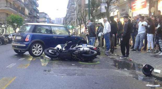 Incidente a Napoli: tragico schianto tra scooter e auto