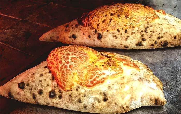 Ricetta del calzone ripieno napoletano al forno
