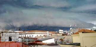 Meteo Napoli, bomba d'acqua sulla città: allagamenti e traffico in tilt
