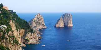 Capri, turiste inglesi rubano sull'isola: beccate dallo shopping sfrenato