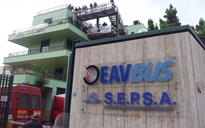 """Bando Eav per 350 impieghi: """"richiesti requisiti discriminatori"""""""