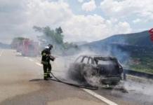 Incendio sul raccordo Sicignano - Potenza: nella vettura due adulti e una bambiana