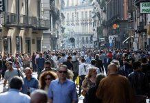 Ferragosto a Napoli: turismo in crescita ma delusione trasporti