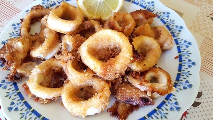 Ricetta dei calamari al forno: croccanti e facili da preparare