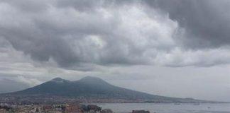 Meteo Napoli, addio al caldo in un batti baleno