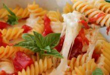 Pasta o maccheroni alla caprese: la ricetta versatile